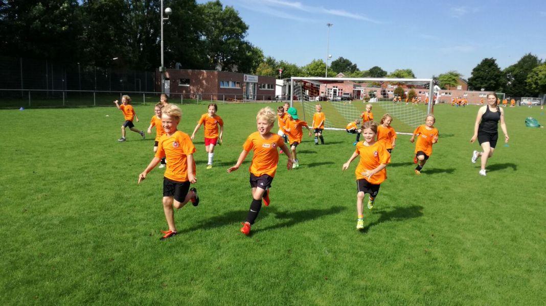 Lachen, Lernen, Leisten: Kinder-Fußballcamps 2019