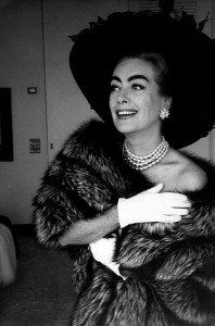 LON109360 USA. Los Angeles. American actress Joan CRAWFORD. 1959 © Eve Arnold/Magnum Photos