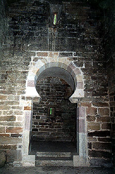 Arco triunfal del interior de San Román de Moroso