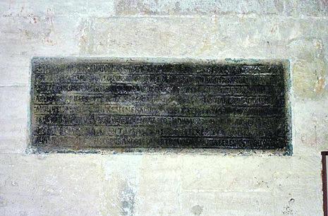 Lápida de Alfonso III sobre una fortificación construida por él. Actualmente en la catedral de Oviedo