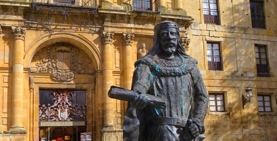 Estatua de Sancho García en Oña