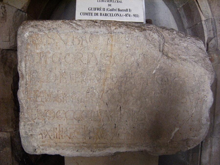 Lápida sepulcral de Wifredo II de Barceloa en el monasterio de San Pablo del Campo (Barcelona, 911)