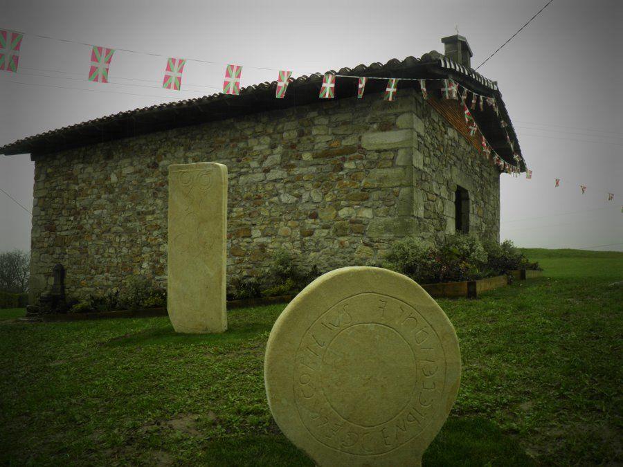 San Martín de Finaga y reproducciones de estelas