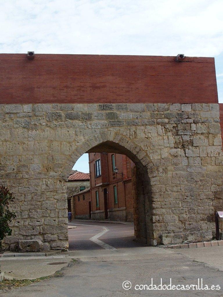 Arco del Caño de la muralla medieval de Támara de Campos