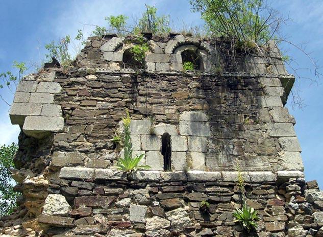 Restos románicos del monasterio de San Román de Entrepeñas