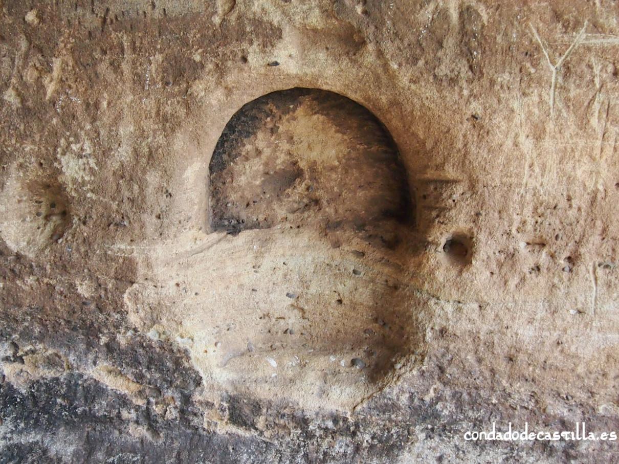 Hornacina en el interior del ábside de la iglesia de Santiuste