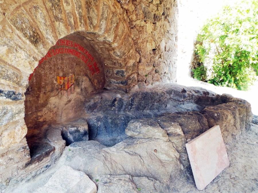 Tumba de Wifredo II de Cerdaña en San Martín de Canigó