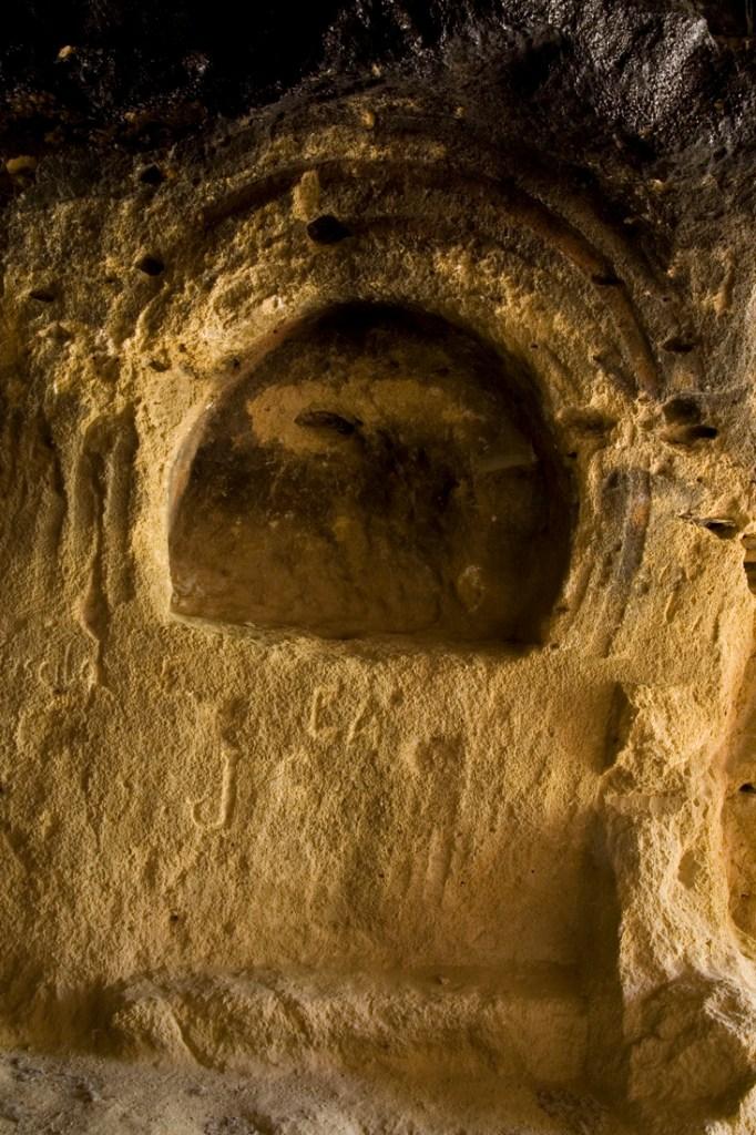 Altar izquierdo del interior de la Cueva de los Siete Altares