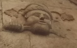 Supuesta representación de la cabeza de Abulid en la Casa del Moro en Sepúlveda