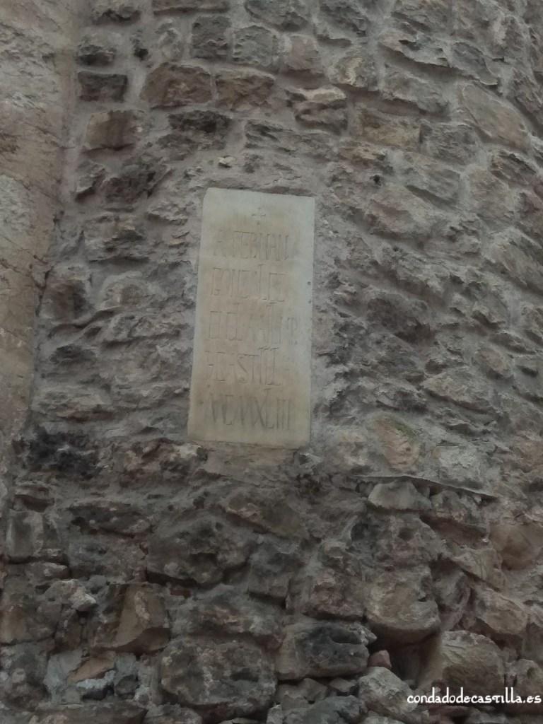Placa en honor a Fernán González en el castillo de Sepúlveda