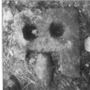Ventana prerrománica de San Miguel de Urrieldu en una fotografía publicada en 1987 en el artículo La arquitectura prerrománica vizcaína.