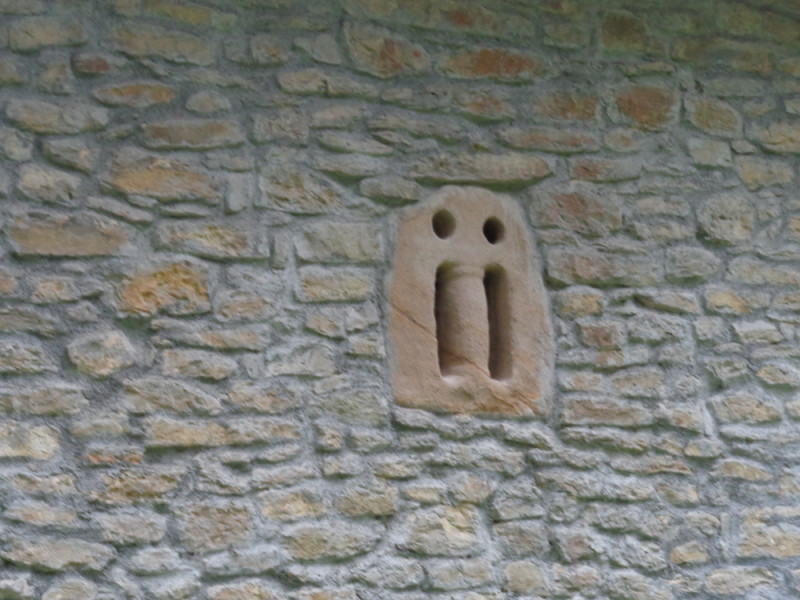 Ventana prerrománica de San Lorenzo de Bermejillo en Güeñes