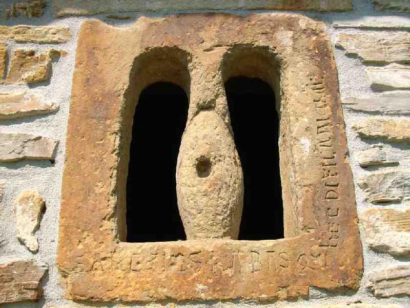 Ventana prerrománica de la ermita de Lamikiz