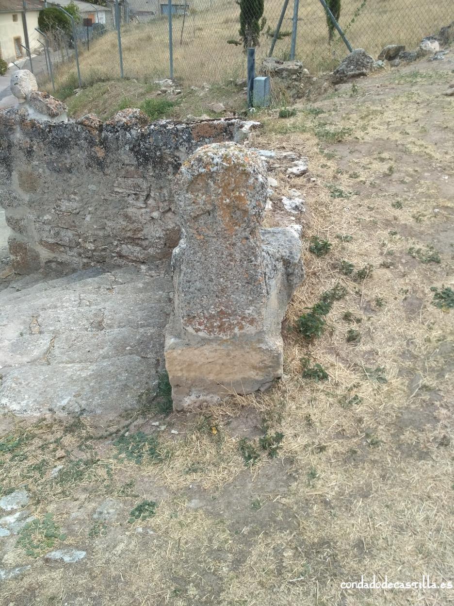 Estela discoidea con cruz griega inscrita de Fuentidueña