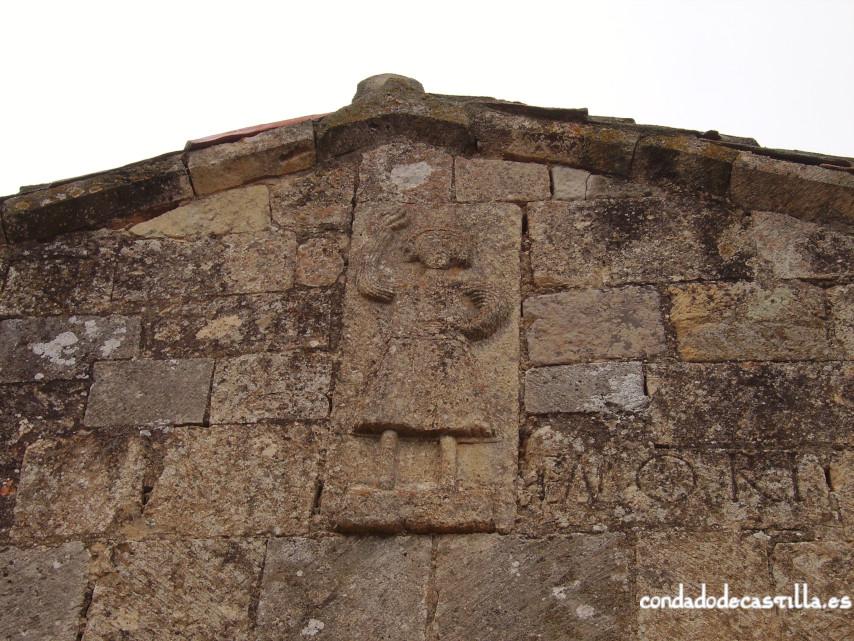 Estela con figura humana del ábside de la Ermita del Santo Cristo
