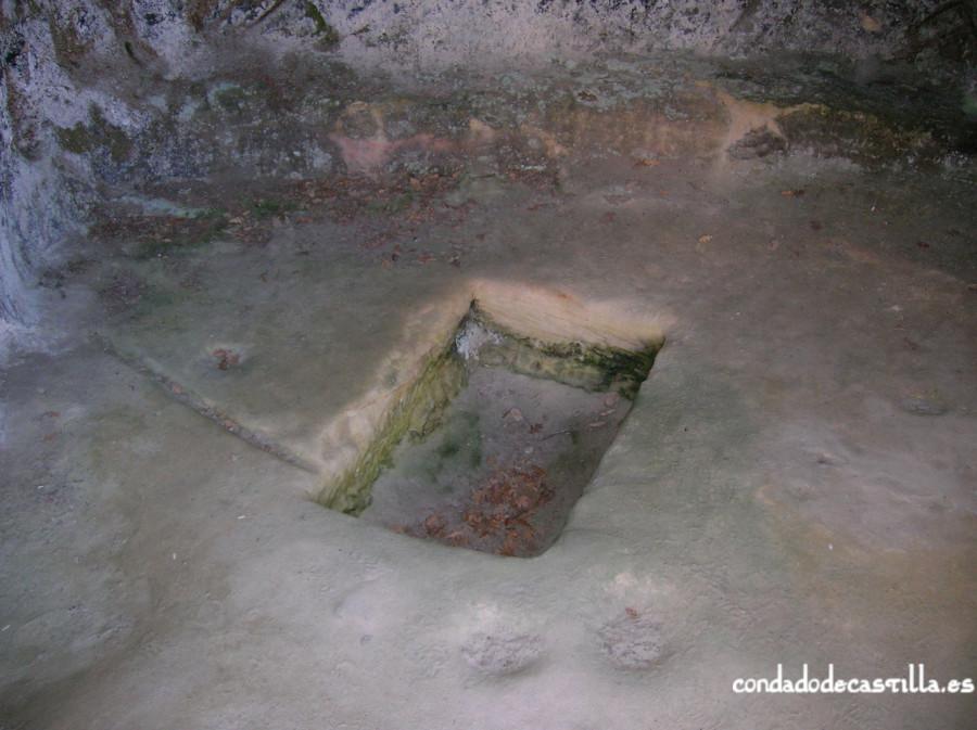 Baptisterio en la Cueva de la Vieja de Presillas de Bricia