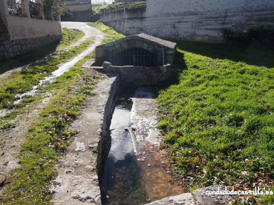 Fuente de los sarcófagos en Modúbar de San Cibrián (Burgos)
