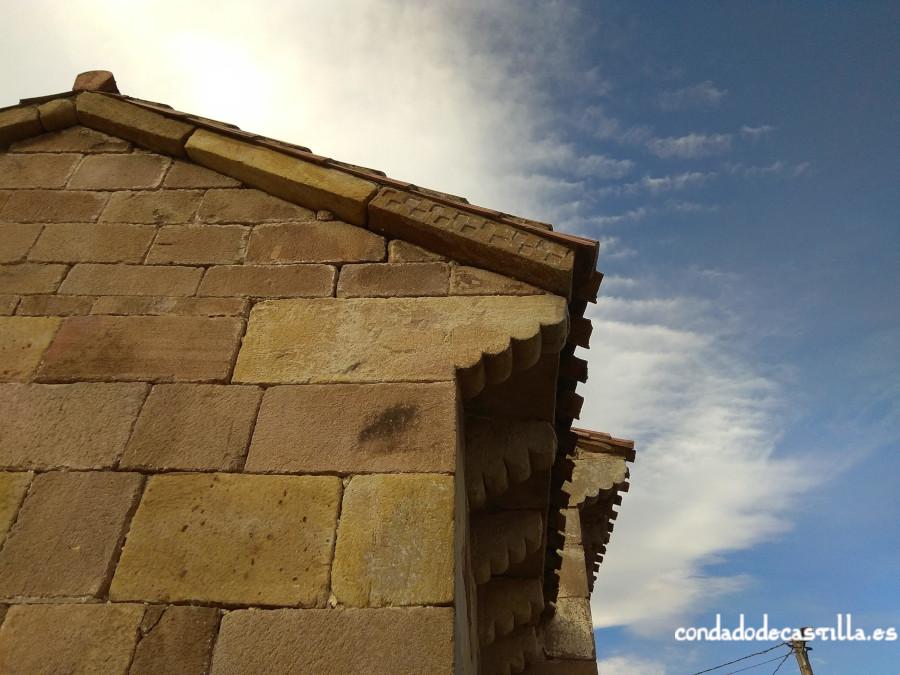 Modillones del muro norte del ábside de Santa Leocadia de Helguera