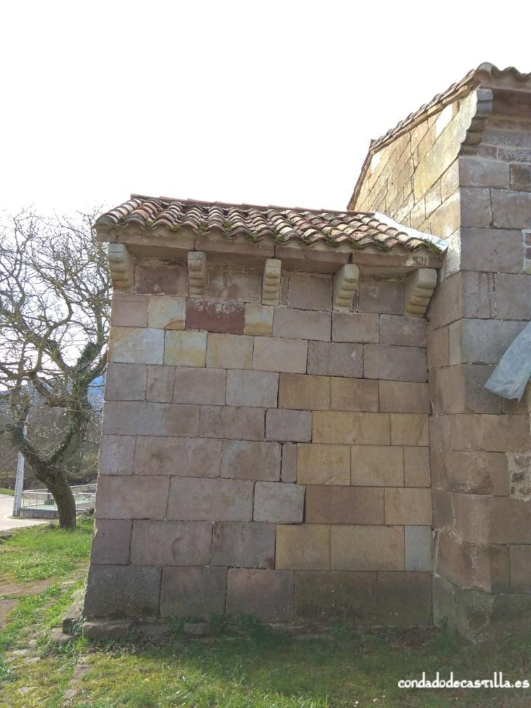 Muro norte del ábside de Santa Leocadia de Helguera