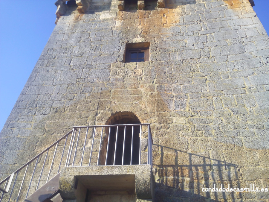 Puerta de acceso al torreón de Covarrubias
