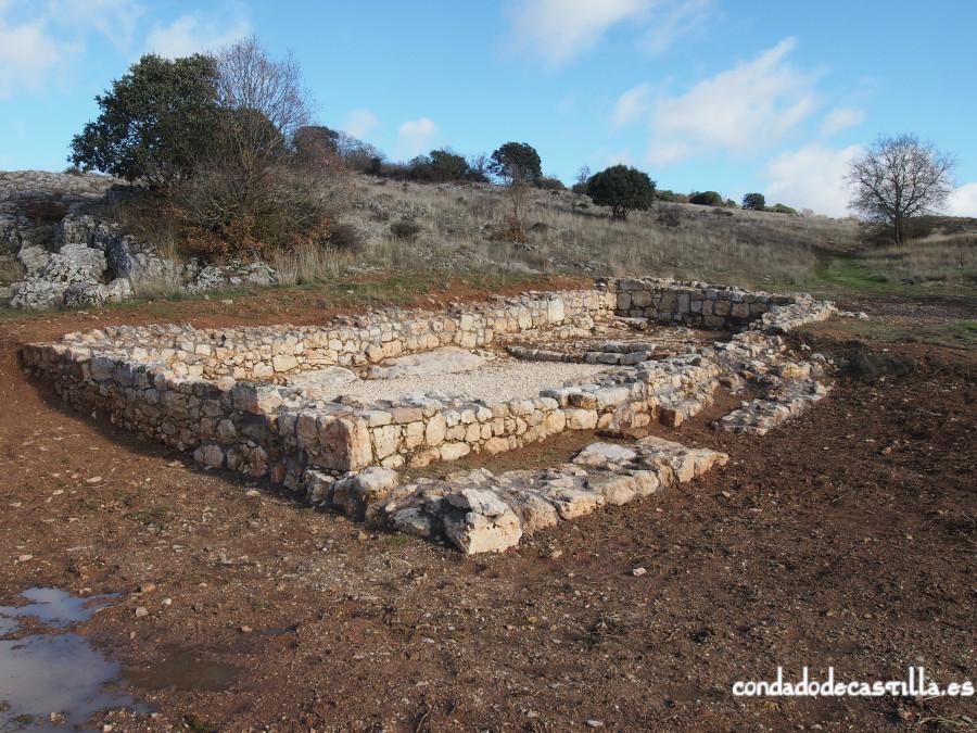 Restos de una ermita del siglo XIII junto a la Fuente de los Mártires en Modúbar de San Cibrián