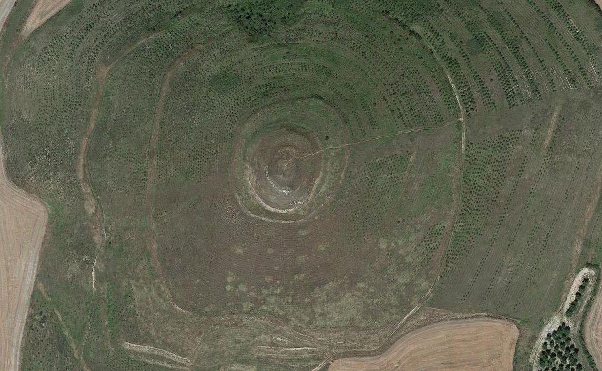 Imagen de satélite del cerro de Mirabel donde estuvo emplazado el castillo de Grañón