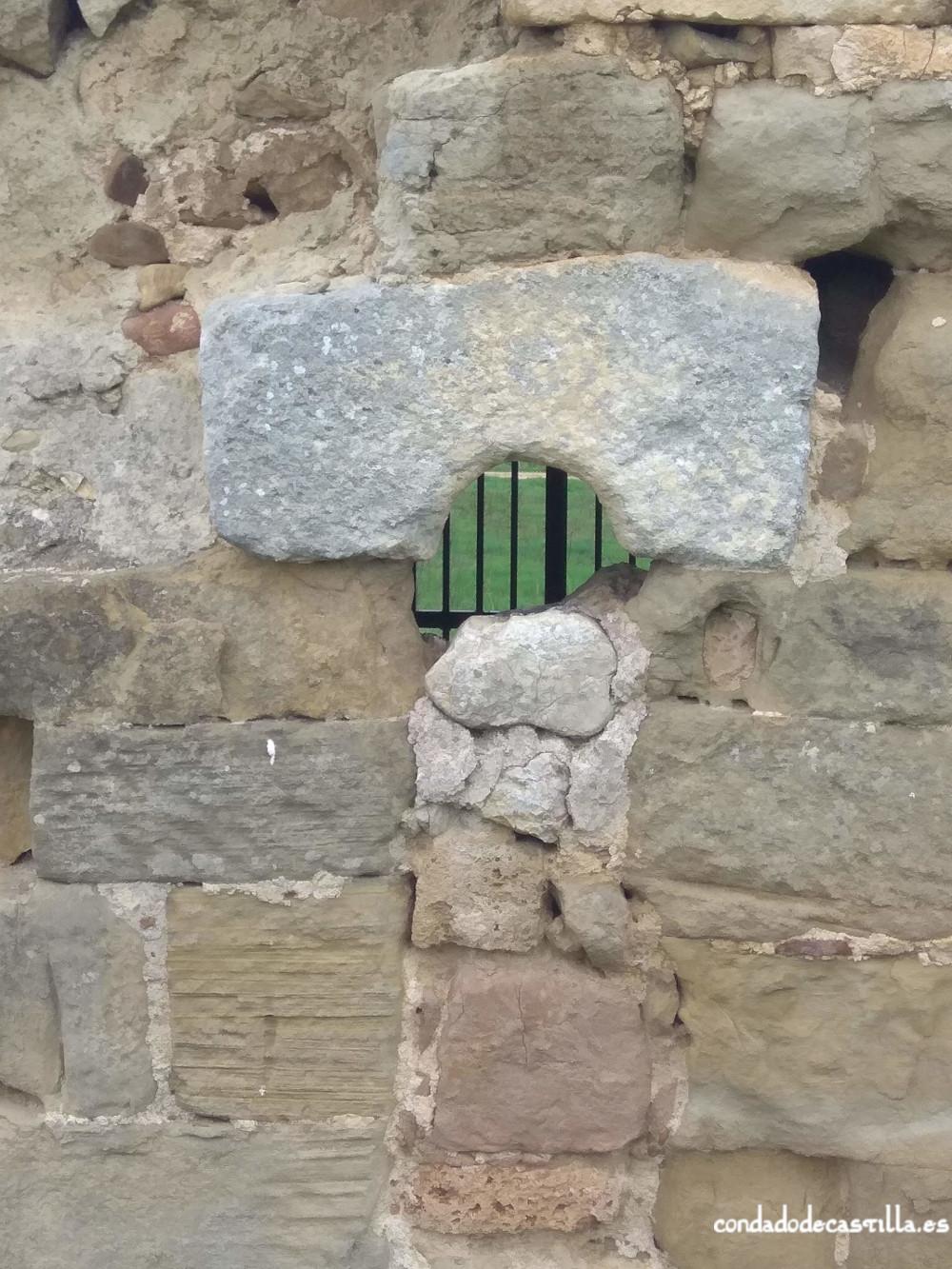 Ventana muro este ábside San Felices de Oca