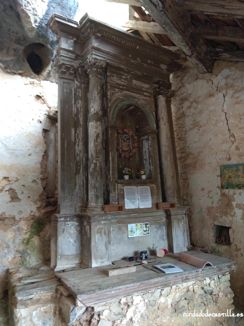 Retablo siglo XIX en el atrio de San Juan de Socueva