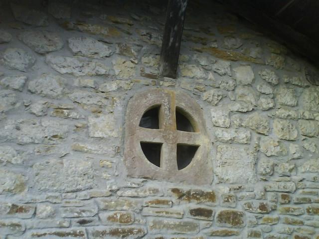 Ventana prerrománica de San Adrián de Arguiñano