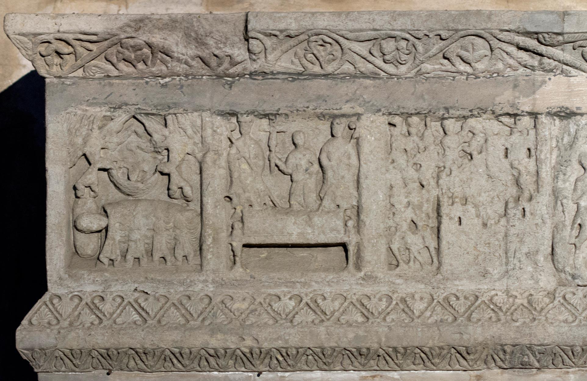 Restos del sepulcro original de Ramón Berenguer III en el monasterio de Ripoll