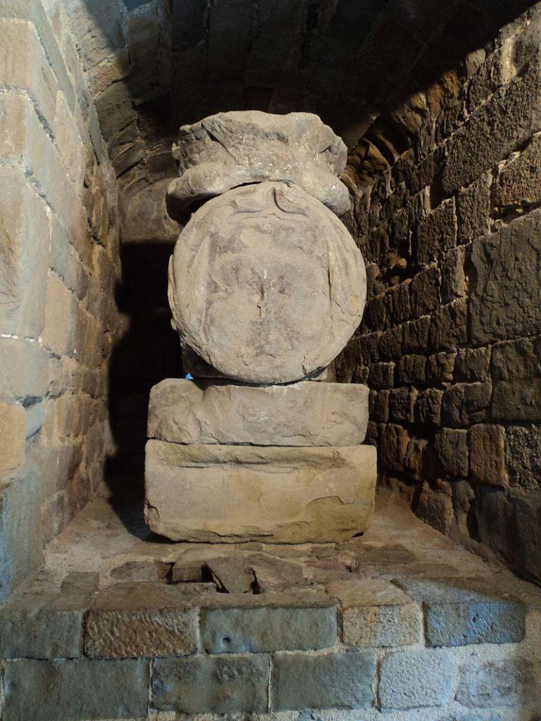Busto original de la Dame Carcas, erosionado con el tiempo