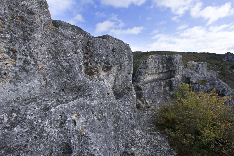 Restos de construcciones altomedievales en Peña Horrero