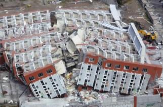 Was tun im Katastrophenfall? Umgestürztes Gebäude in Concepción nach dem verheerenden Erdbeben am 27. Februar 2010 in Chile