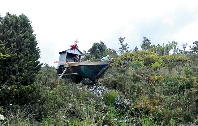 Ein Fischergrab: Muscheln, Fisch und die Königskrabbe werden in den südchilenischen Gewässern um Puerto Edén gefangen.