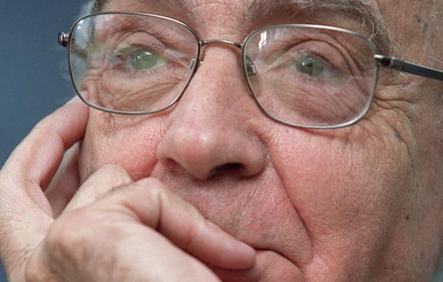 José Saramago (1922-2010) ist ein portugiesischer Schriftsteller, der 1998 den Nobelpreis in Literatur erhielt.