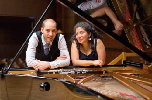 La pianista chillaneja Daniela Saavedra junto a Miguel Dopazo, con quien conforma el Dúo Aura Australis.