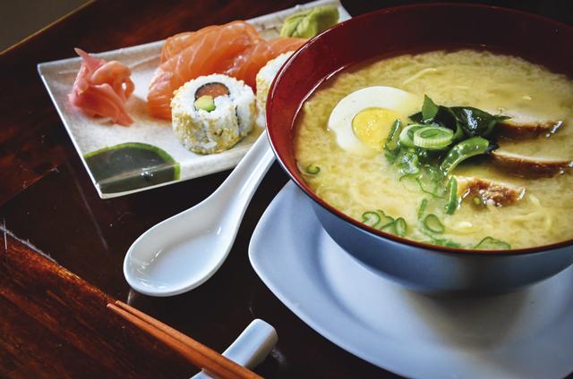 Ronin 47 in Providencia bietet japanisches Essen, unter anderem das vorzügliche Suppengericht Ramen