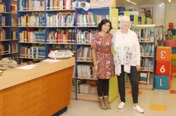 Javiera Zamorano und Karin Gerber leiten die Bibliothek der Thomas-Morus-Schule