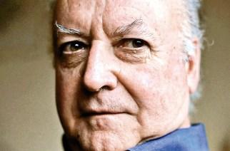 Jorge Edwards wurde 1931 in Santiago de Chile geboren. Der Diplomat und Schriftsteller erhielt 1994 den Nationalpreis und 1999 den Premio Cervantes für sein literarisches Werk.