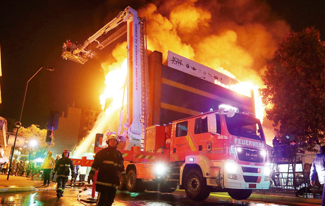 Gebäude-Großbrand im Juni dieses Jahres in Santiago Zentrum: Die 15. Feuerwehrkompanie war mit der Drehleiter MX-15 vor Ort.