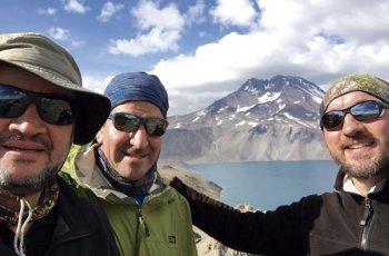 Am Vulkan Planchón: Alejandro Lifschitz, Daniel Ibáñez und Arne Dettmann