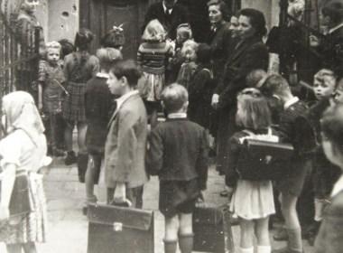 condor-Schulbeginn-in-einer-Volksschule