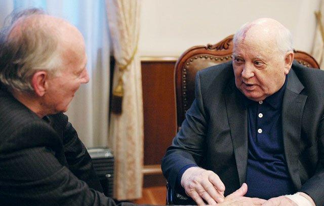 Werner Herzog interviewt Michail Gorbatschow. Der Dokumentarfilm «Meeting Gorbachev» wurde im September 2018 beim Telluride-Filmfestival in Colorado/USA uraufgeführt.