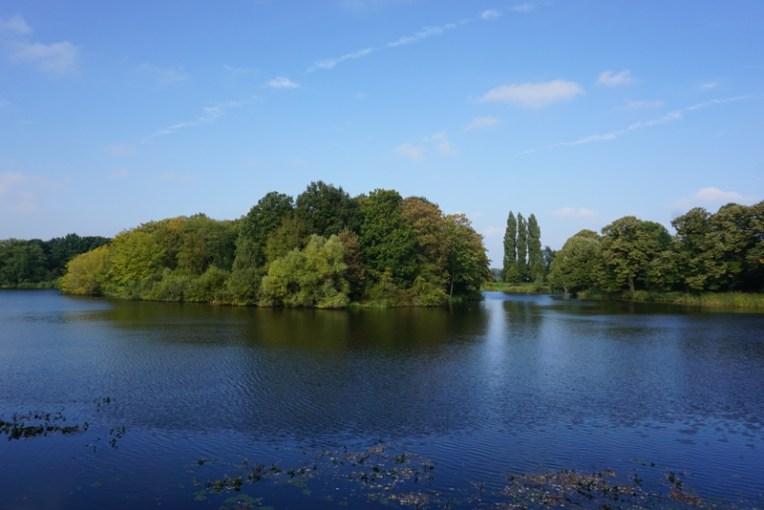 Sungai kecil yang mengelilingi Naarden