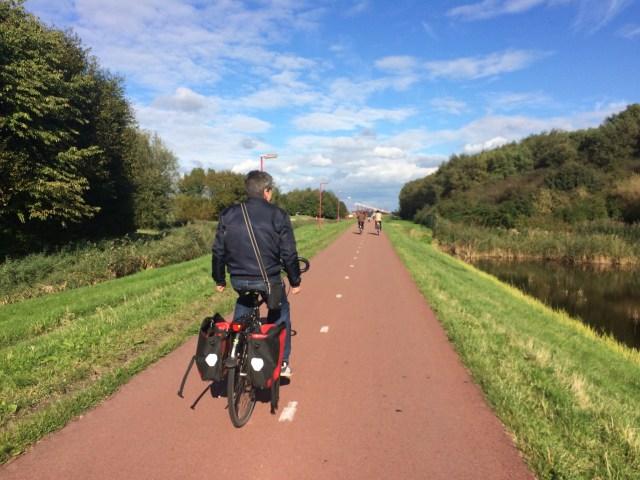 Bersepeda menuju taman