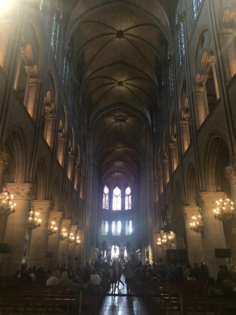 Bagian dalam Cathédrale Notre-Dame de Paris