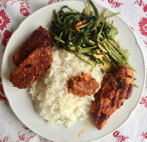 Tumis kangkung, ayam dan tempe bakar