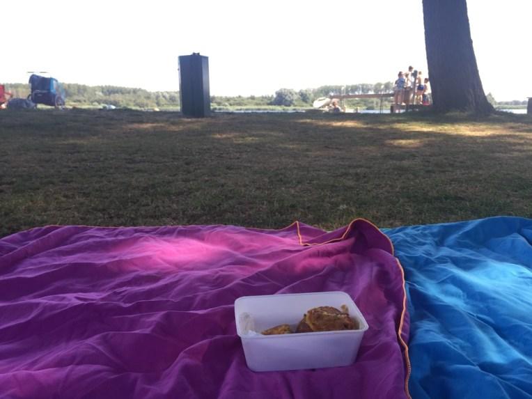Piknik ala kami di danau bawa dadar jagung. Selalu di bawah pohon, maklum saya takut panas haha