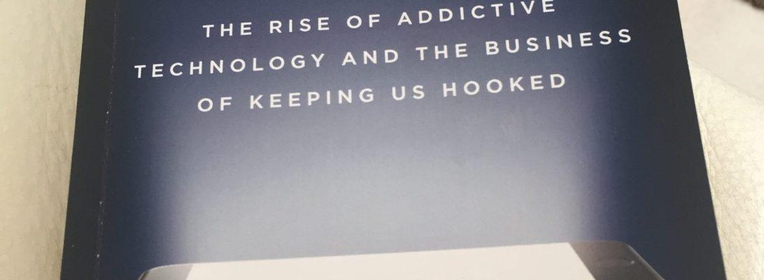 Buku yang membahas tentang ketergantungan terhadap teknologi dan internet