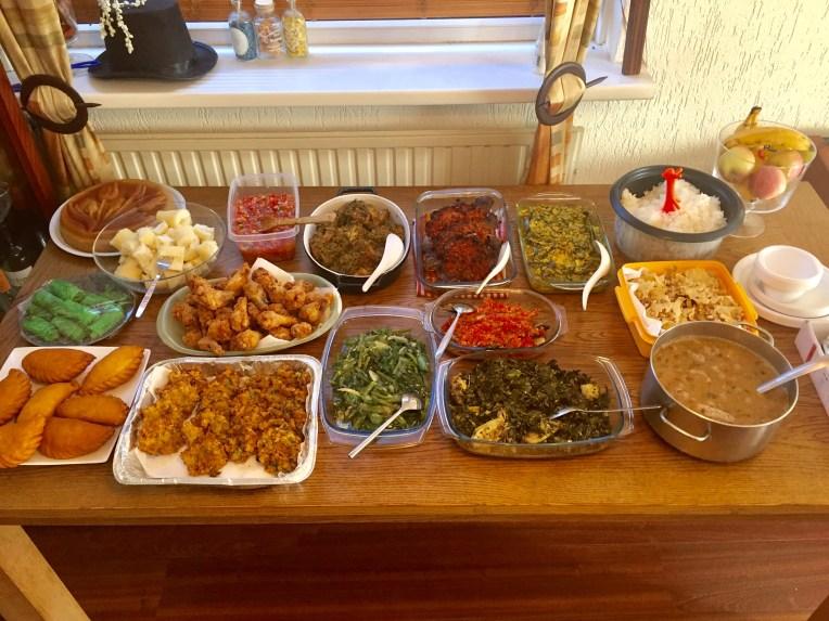 Penuh dengan makanan Manado